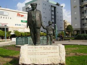 Statue of David Ben Gurion in Rishon LeZion, Israel Inscription: Israel's destiny depends on its fortitude and its moral rightness. (David Ben-Gurion) Photographer: Dr. Avishai Teicher Hebrew Wikipedia