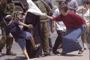 palestinian-lady-attacked-by-israeli-jewish-settlers